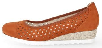 Gabor Evelyn - Terracotta Nubuck - wide fit - Wedge Court Shoes