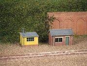 237 2 Lineside Huts (1 brick, 1 wood)