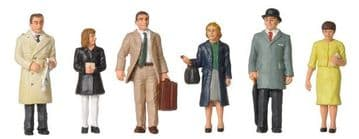379-315 1960/70s Standing Station Passengers ##Out Of Stock##