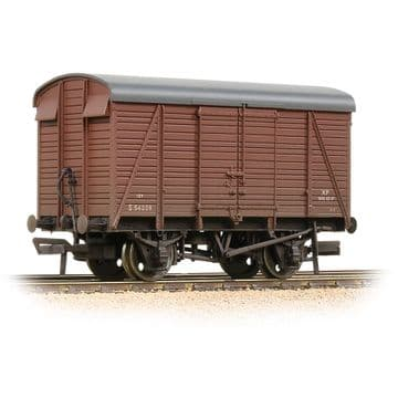38-082D SR 12T 2+2 Planked Ventilated Van BR Bauxite (Early) [W]