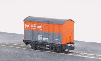 NR42R BR box van Railfreight