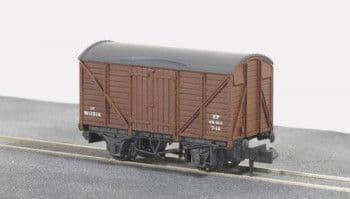 NR43B  BR Box van brown