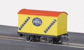 NRP140 BOX VAN (REFRIGERATOR TYPE) FYFFES YELLOW