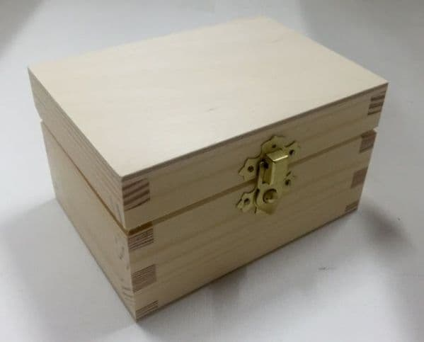 Pine wood box with lid 12x8.5x7 CM