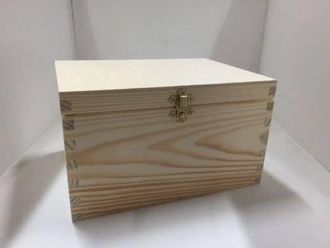 Pine wood box with lid 24x18x14 CM