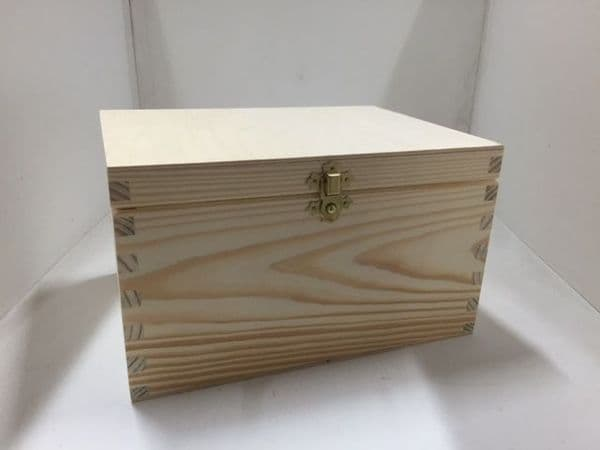 Pine wood box with lid 24x18x14 CM