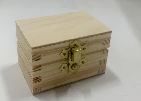 Pine wood box with lid 8x5.5x5.5CM