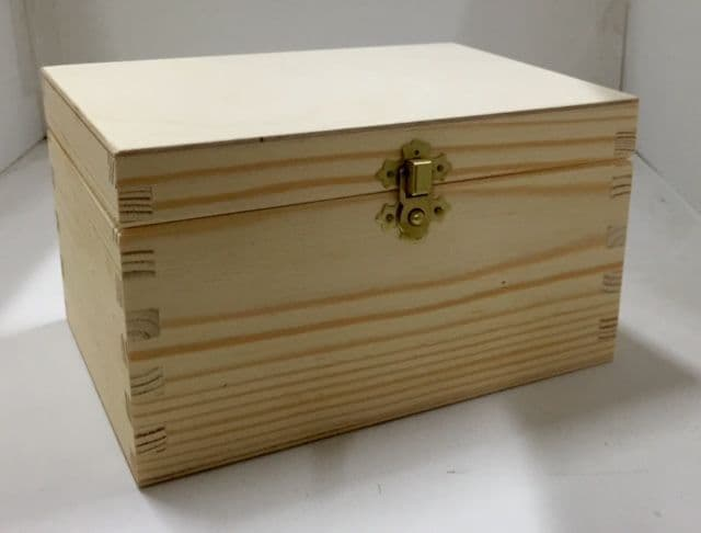 Pine wood bx with lid 20x14.5x11.5 CM