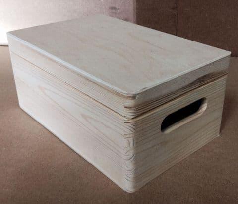 Pine wooden box 30x20x14 cm DD168WH
