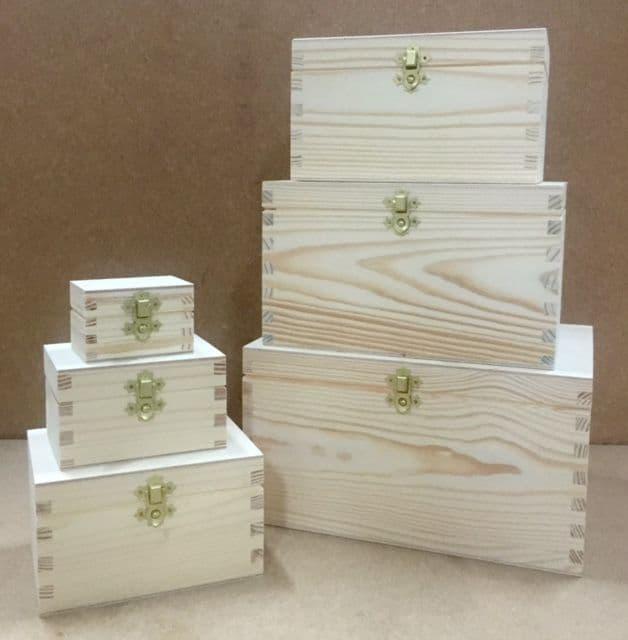 Set of 6 pine wood nesting boxes